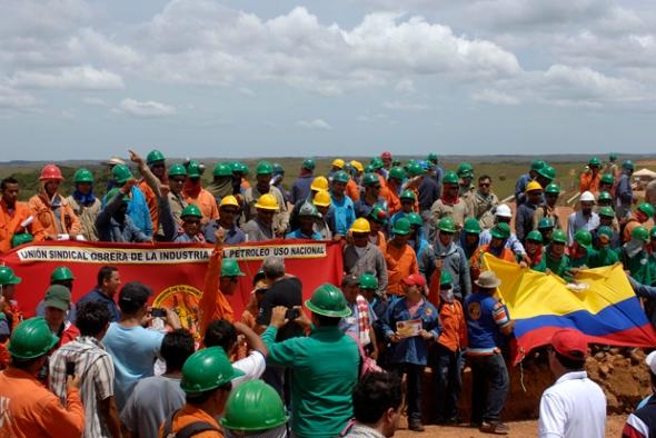 Obreros del Campo Quifa en Puerto Gaitán durante la Acción Humanitaria y Laboral, 13 de octubre de 2011. Foto: Sara G. Mendeza