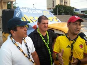 Orlando Sovieth, Rafael Álvarez y Orlinson Villa, conductores de taxi de la ciudad.