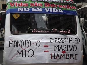 Pancarta en rechazo al transporte masivo (MIO)